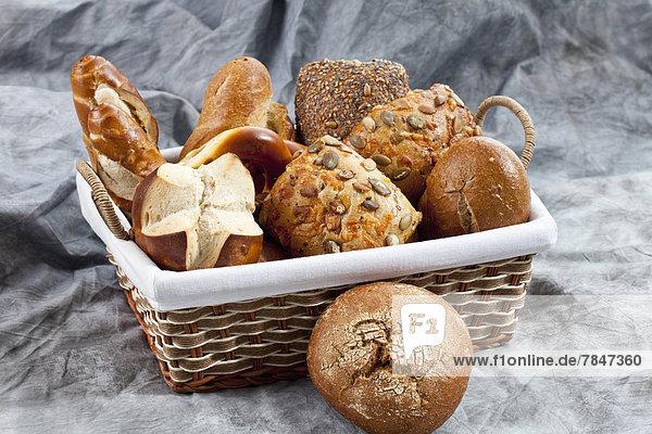 Brotsorten im Korb  Nahaufnahme