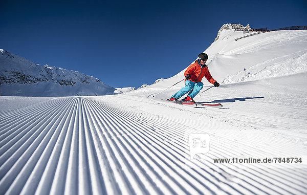 Österreich  Salzburg  Skifahren im Altenmarkt Zauchensee  Mittlerer Erwachsener