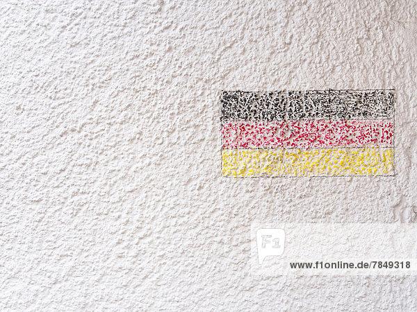 Deutschland  München  deutsche Flagge auf Hauswand gemalt