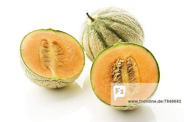 Zuckermelonen auf weißem Hintergrund  Nahaufnahme