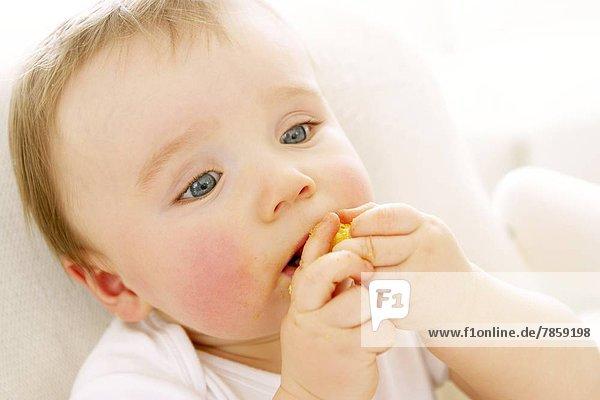 Junge - Person essen essend isst Frische Baby