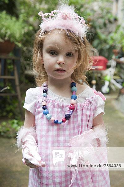 Kleines Mädchen im Kostüm  Portrait Kleines Mädchen im Kostüm, Portrait