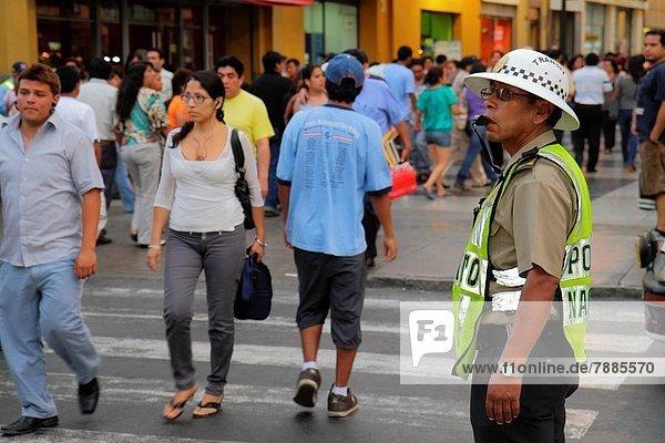 Lima  Hauptstadt  Frau  Mann  Hispanier  kaufen  Strafverfolgung  Peru  Trillerpfeife  Pfeife