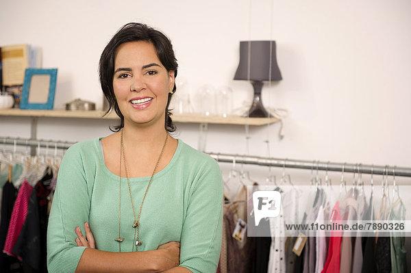 Frau  lächeln  Hispanier  Laden