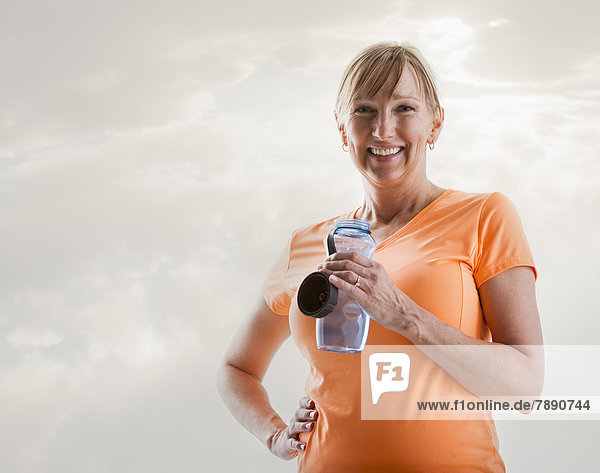 Wasser  Europäer  Frau  trinken  Flasche
