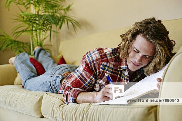 Europäer  Mann  Couch  Zeichnung