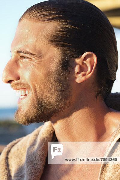 Nahaufnahme eines lächelnden Mannes