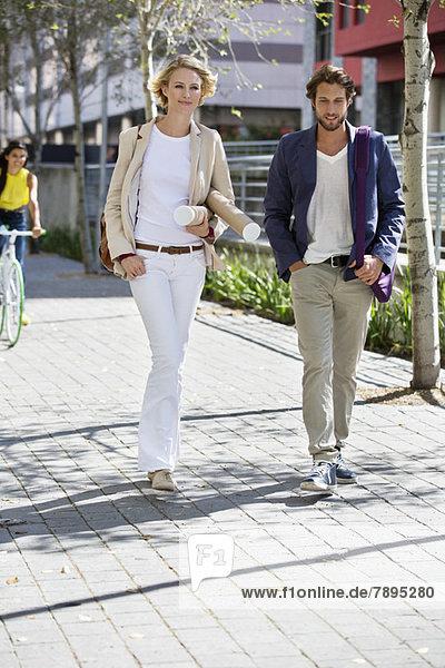Porträt eines Paares auf der Straße