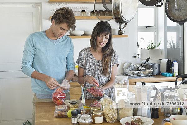 Gemeinsames Kochen in der Küche