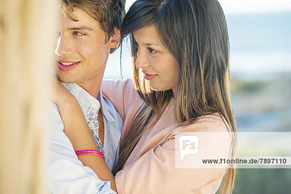 Romantisches Paar am Strand