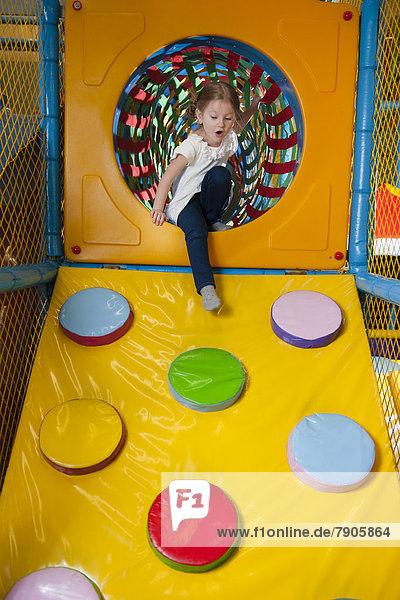 Rampe  Spiel  jung  Mädchen  klettern  Weichheit