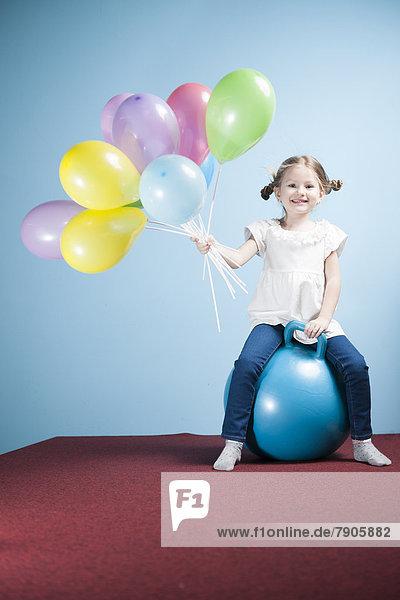 Luftballon  Ballon  halten  jung  Mädchen