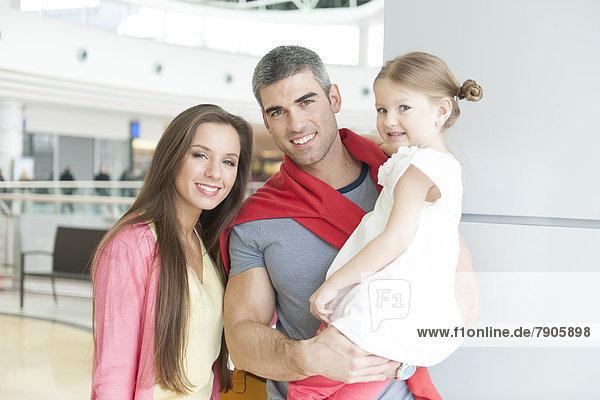 Einkaufszentrum  Menschlicher Vater  kaufen  jung  Tochter  Mutter - Mensch  Pose