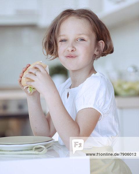 Schönheit  Sandwich  jung  essen  essend  isst  Mädchen