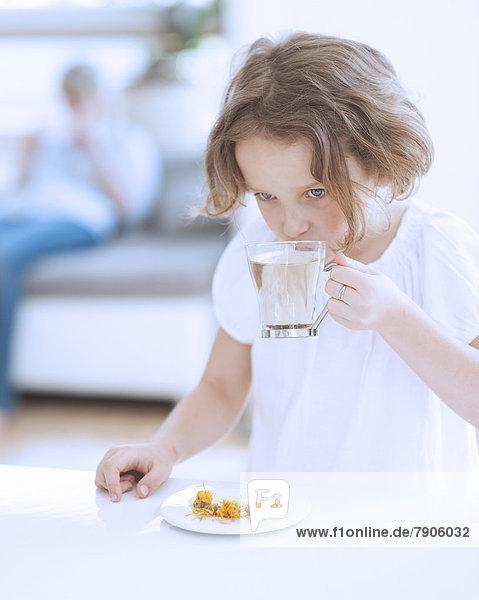 Tasse  Blume  jung  Mädchen  Tee