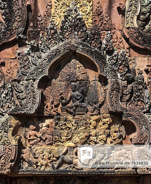 Demon king Ravana  bas-relief on the East Gate  Banteay Srei Temple