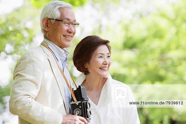 Senior  Senioren  lächeln  Retro  Reise