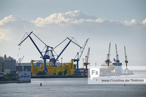 Krane  Werft  Überseehafen