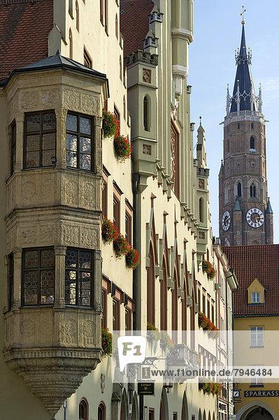 Rathaus mit Erker in der Altstadt  hinten Martinsturm der gotischen Stiftsbasilika St. Martin