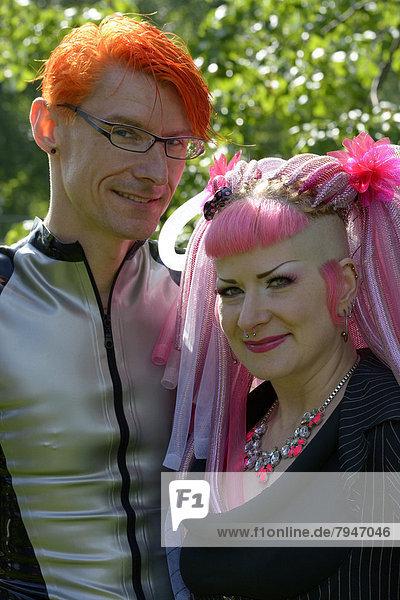 Junges Paar in Szenekleidung  Wave-Gotik-Treffen