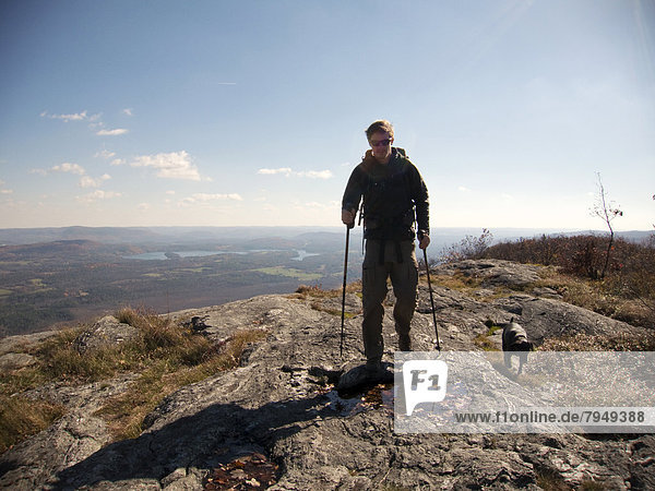 Berggipfel Gipfel Spitze Spitzen Hund nähern wandern jung Berg