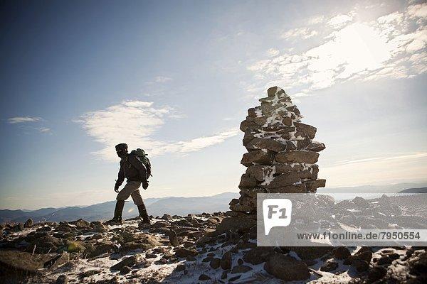 Bergsteiger  Berg  Berggipfel  Gipfel  Spitze  Spitzen  gehen  weiß  Nostalgie  Steinhaufen  Hampshire  neu  Weg