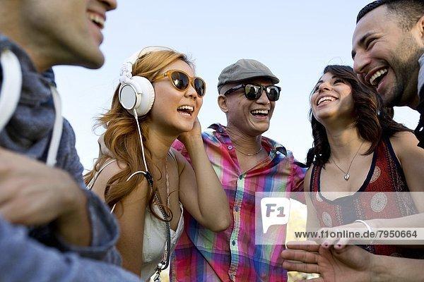 Fröhlichkeit  Mensch  Menschen  Menschengruppe  Menschengruppen  Gruppe  Gruppen  Musik  jung  Nachmittag