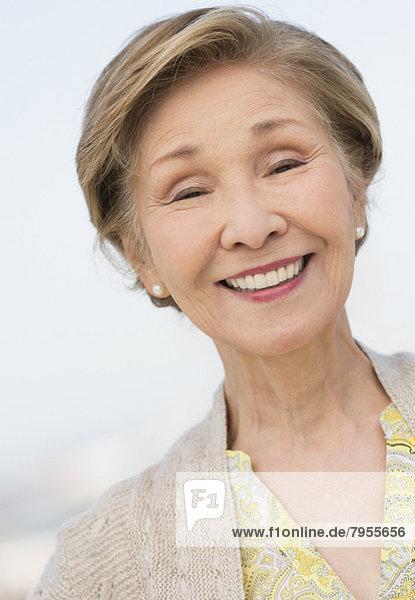 Portrait senior Frau lächelnd