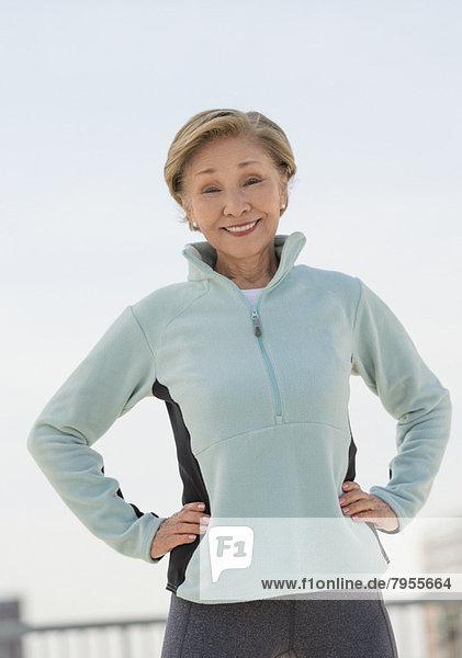 Senior  Senioren  Portrait  Frau  strecken