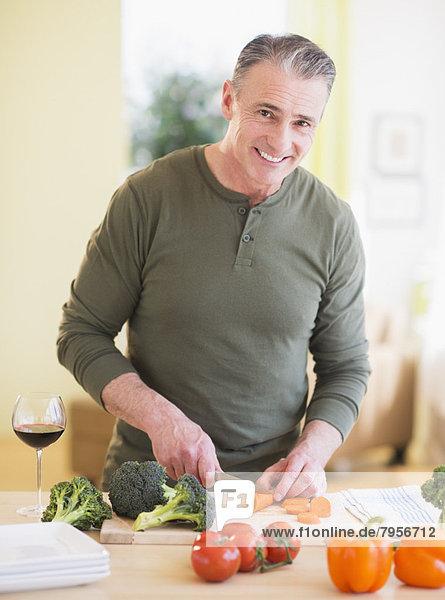Portrait  Mann  schneiden  Gemüse Portrait ,Mann ,schneiden ,Gemüse