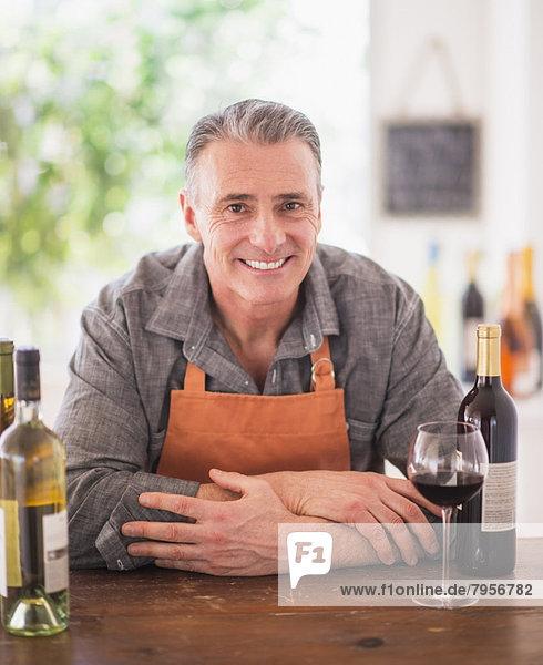 Portrait  Fröhlichkeit  Wein  Inhaber  Laden Portrait ,Fröhlichkeit ,Wein ,Inhaber ,Laden