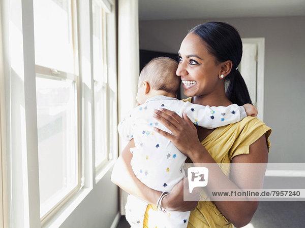 Frau  Sohn  halten  Baby