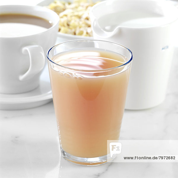 Saft  Kanne  Pampelmuse  Milch  Tee