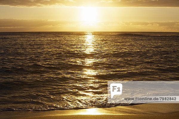 USA  Hawaii  Blick auf den Strand bei Sonnenuntergang