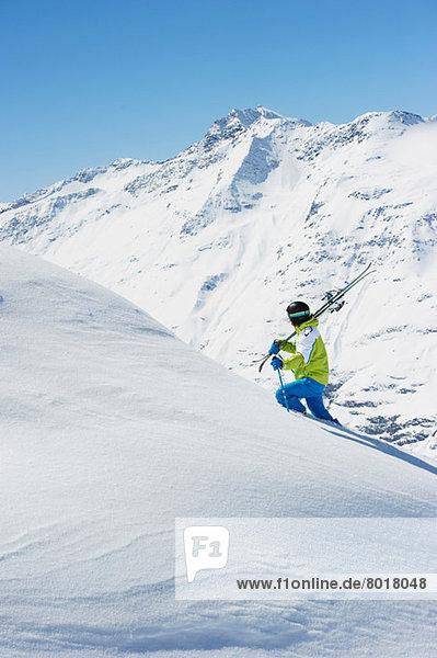 Skifahrer am Berg