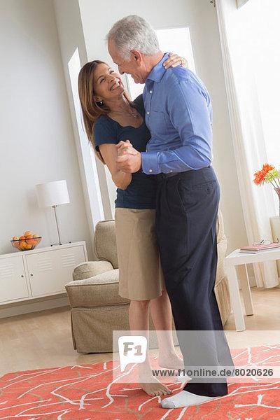 Paare tanzen