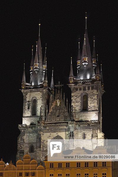 beleuchtet  Nacht  Gebäude  Kirche  2