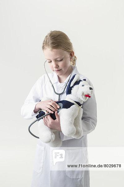 Amerika  Stethoskop  Mantel  Spielzeug  belegt  jung  Kleidung  Verbindung  Arzt  Mädchen  Alaska  Anchorage  Untersuchung  Welpe