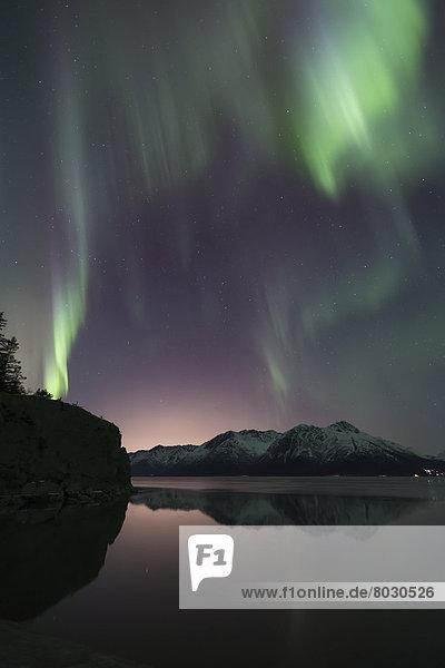 Wasser  Berg  über  tanzen  Spiegelung  Ansicht  Turnagain Arm  Kenai-Fjords-Nationalpark  Polarlicht  Aurora  Halbinsel