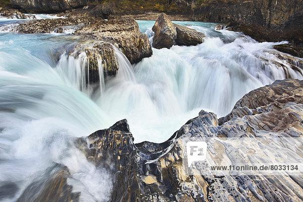 treten  Fluss  Wildwasser  Wasserfall  Yoho Nationalpark  British Columbia  Kanada
