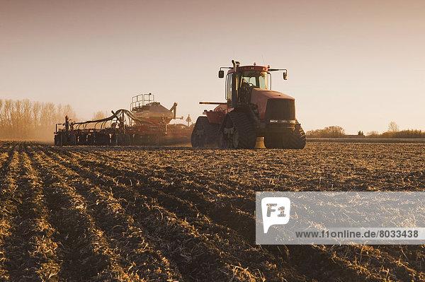 Getreide  Traktor  Himmel  Sämaschine  anpflanzen