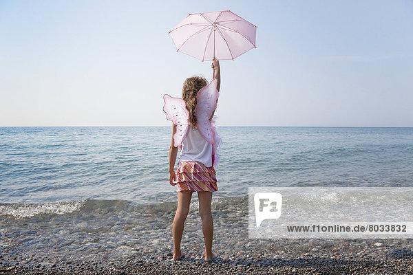 Wasserrand  über  halten  See  Sonnenschirm  Schirm  pink  jung  Mädchen  Ontario