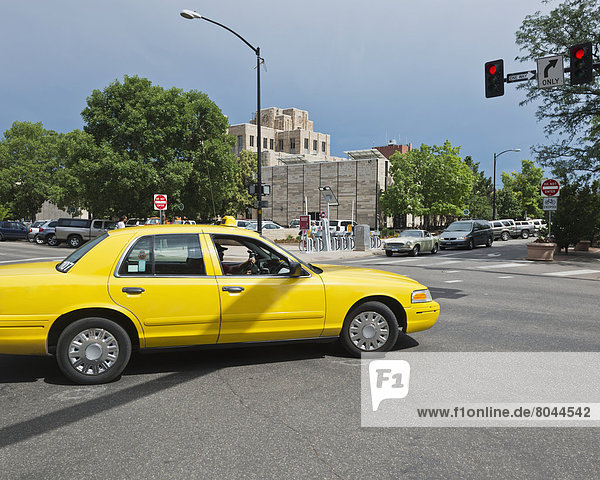Yellow cab in front of Art Deco style Courthouse Downtown Boulder  Boulder  Colorado  USA