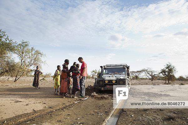 stehend  Mensch  Menschen  Auto  Ansicht  Kenia