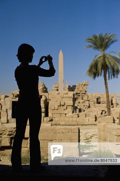 Frau  Silhouette  Ruine  fotografieren  Ägypten  Karnak  Luxor