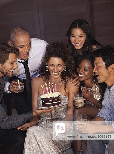 Freunde feiern Geburtstag