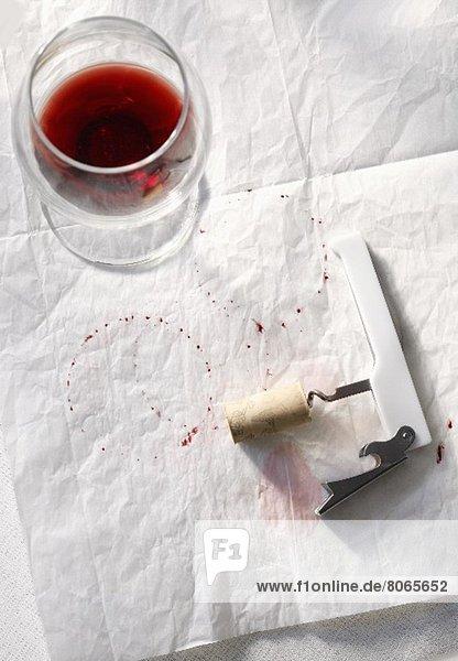 leer Papier Glas Wein Rotwein Schmutzfleck Korkenzieher Hälfte leer,Papier,Glas,Wein,Rotwein,Schmutzfleck,Korkenzieher,Hälfte