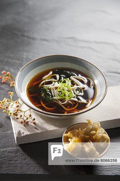 Nudelsuppe mit Tofu-Tempura (Japan)