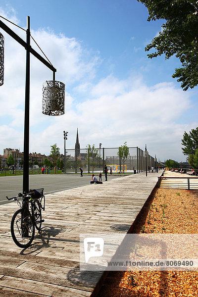 angelehnt  Frankreich  Straße  Kai  Lampe  vorwärts  Aquitanien
