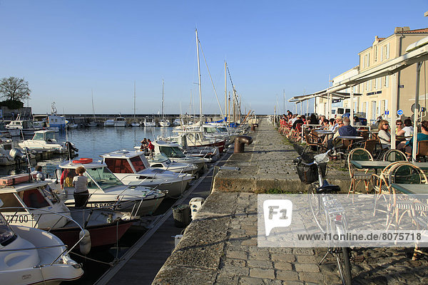 'Terraces of restaurants and cafes in the harbour of La Flotte-en-Re  ''ile de Re''  Isle of Rhe  along the Atlantic coast in the Charente-Maritime department (17). (All rights reserved. Only postcard production)'